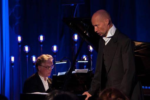El baríton Roman Trekel, amb el pianista Ulrich Eisenlohr, durant la seva actuació. © www.facebook.com/LIFEVictoria