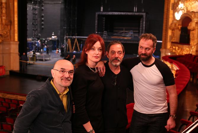 D'esquerra a dreta: Alfons Flores, Allison Cook, Àlex Ollé i Robin Adams, en acabar la roda de premsa de presentació de Quartett, al Gran Teatre del Liceu. © Antoni Bofill