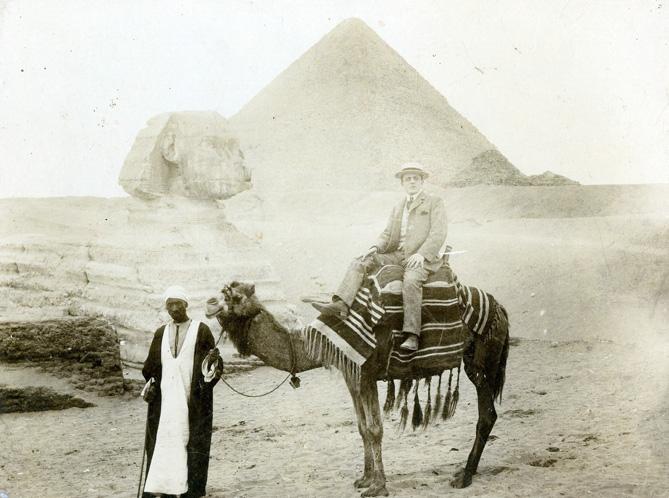 Imatge de Josep Palet al Caire l'any 1905
