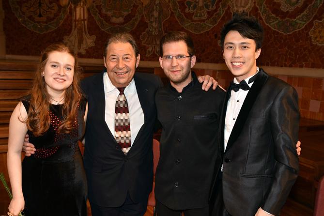 D'esquerra a dreta: Anastasia Rizikov (tercer premi), Carlos Cebro (president del jurat), Levon Avagyan (primer premi) i Hin-Yat Tsang (tercer premi). © Oliver Adell