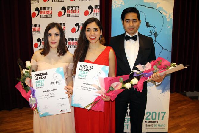 D'esquerra a dreta: Catalina Paz (segon premi), Mercedes Gancedo (primer premi) i César Cortés (tercer premi)