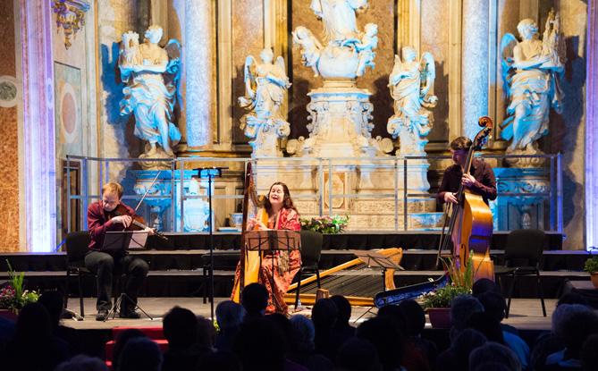 Actuació de l'Hirundo Maris Trio al Paranimf de la Universitat de Cervera. © Jordi Prat
