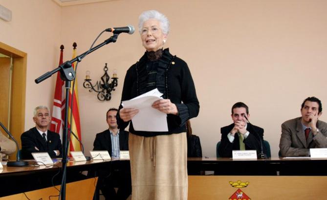Francesca Marlet va rebre la Insígnia d'Or de l'Ajuntament de Matadepera el 23 de desembre  de 2006. © www.matadepera.cat