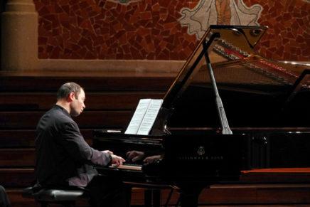 Melnikov encisa el Palau amb els 'Preludis i fugues' de Xostakóvitx