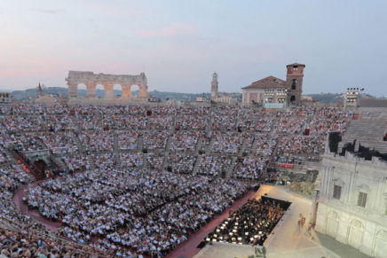 La Scala del Risorgimento puja a escena en la nova producció de 'Nabucco' a l'Arena di Verona
