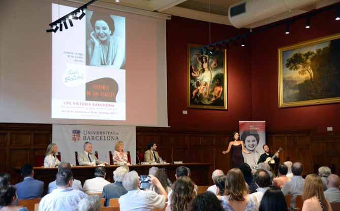 Presentació de la nova seu de la Fundació Victoria de los Ángeles i de la cinquena edició del Lied Festival LIFE Victoria a l'Aula Magna de l'edifici històric de la Universitat de Barcelona, amb l'actuació de Mercedes Gancedo. © www.facebook.com/LIFEVictoria