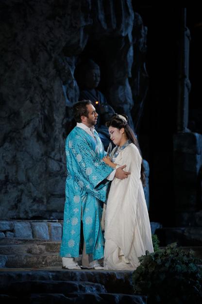 Gianluca Terranova i Sae-Kyung Rim, Pinkerto i Cio-cio San a Madama Butterfly de Puccini. Foto: ©Ph Ennevi. Courtesy of Fondazione Arena di Verona