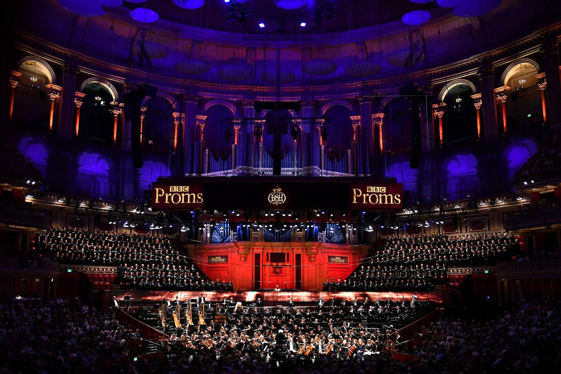 Visió general de l'escenari del Royal Albert Hall de Londres, on l'Orfeó Català i el Cor de cambra del Palau van interpretar els Gurrelieder de Schönberg amb la LSO, sota la direcció de Simon Rattle. Foto: BBC Chris Chistodoulou
