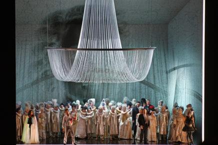 Més 'ballo' i menys màscares, 'prima' l'òpera