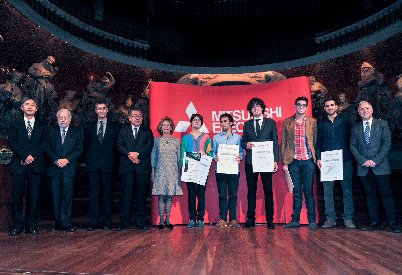 Foto de família dels guanyadors d'El Primer Palau 2013, en què el primer premi va recaure en la violinista Sara Cubarsi. (c) Toni Bofill.
